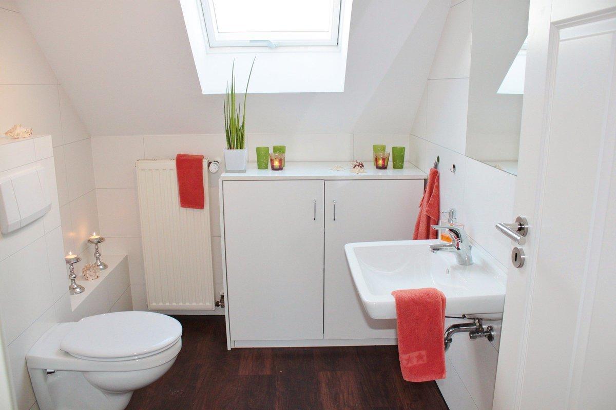 10 tips para cuartos de baño pequeños. BricoDecoracion.com