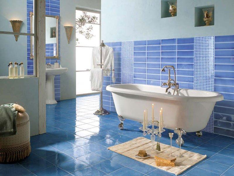 Interiores en tonos azules decoraci n de interiores en azul - Banos azules decoracion ...