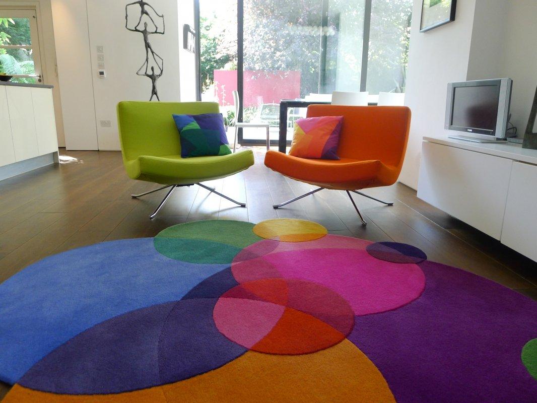 Alfombras coloridas de formas innovadoras de sonya winner for Alfombras diferentes