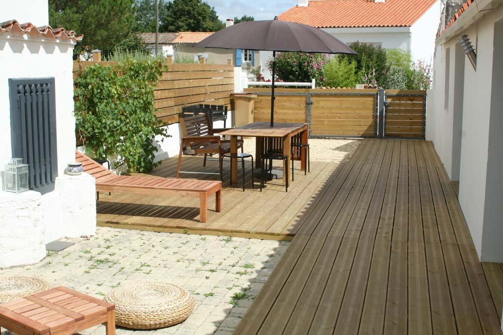 Renueva tu terraza este verano for Plantas resistentes al sol para terrazas