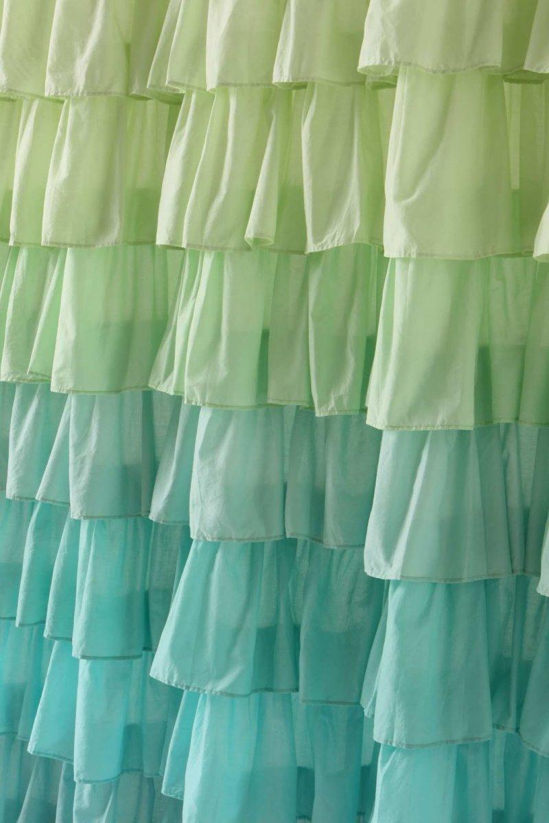 Cortinas de ducha para un ba o de estilo rom ntico for Ojales para cortinas de bano