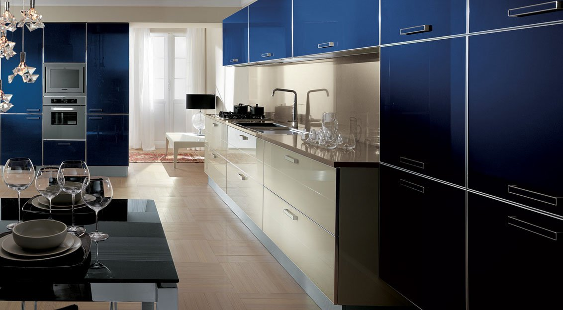 Crystal cocinas modernas de la firma scavolini for Cocinas grandes modernas