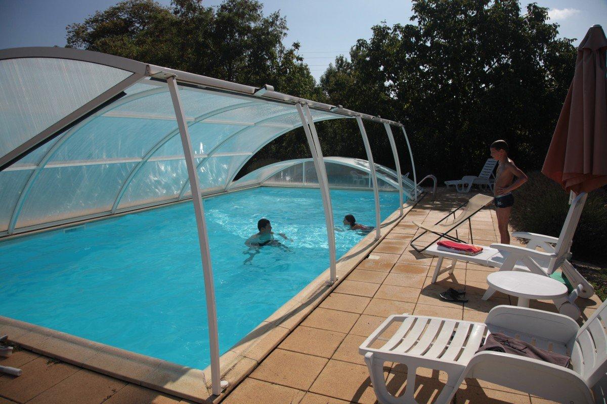 Tipos de cubiertas para piscinas for Terrazas y piscinas modernas