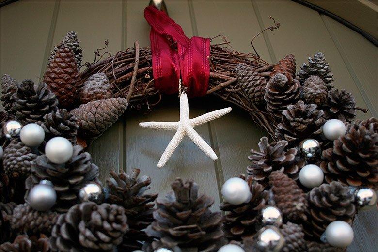Decora tu hogar con pi as secas - Adornos navidad con pinas ...