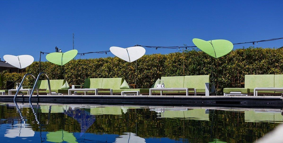 Ideas para decorar el rea de la piscina for Muebles para piscina