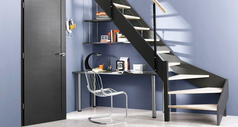 Ideas para aprovechar el espacio bajo la escalera for Escaleras en poco espacio